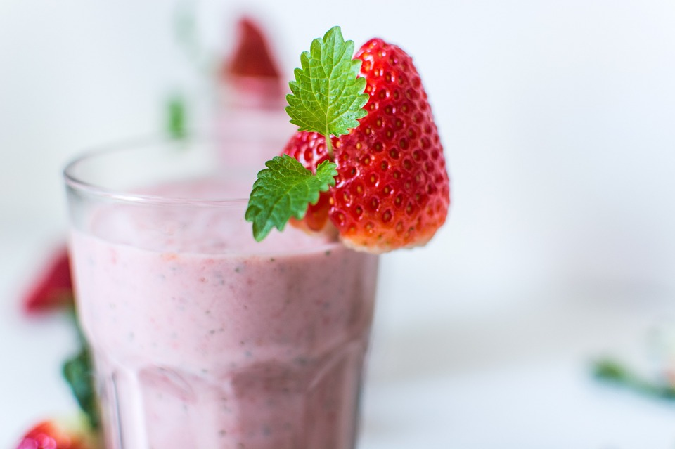 Banana and berry smoothie snack for footballers